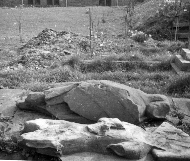 Effigies in graveyard